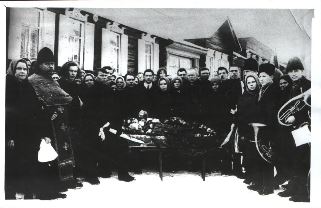 О. Вячеслав Евфорицкий, третий слева