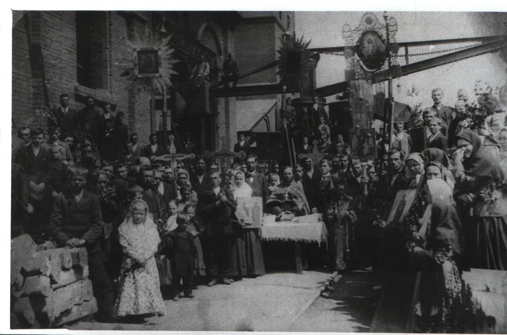 Молебен в праздник Троицы в мартеновском цехе БМК, 1912 год